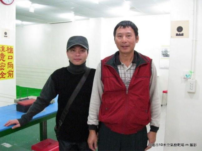 張永隆與花蓮旅遊服務網黃鈺誠合影